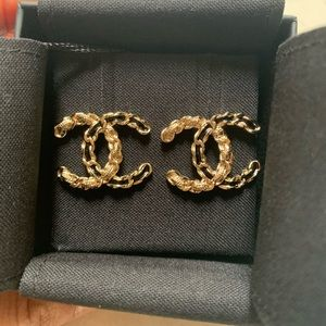NWT 2020 Classic Chanel Gold Chain CC Earrings 💗